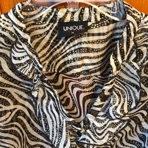 NWT Patterned sheer blouse